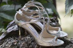Zapatos de novia con tacón  #wedding #bodas #boda #bodasnet #decoración #decorationideas #decoration #weddings #inspiracion #inspiration #photooftheday #love #beautiful #groom #awesome #shoes #white #blue #sandal #highheels Love, Wedding, Beautiful, Shoes, Fashion, Bridal Footwear, Groom Style, Bride Shoes, Over Knee Socks