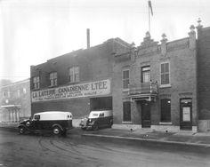 En 1925, la Ville de Montréal adopte un règlement qui impose la pasteurisation du lait vendu sur son territoire, à l'exception du lait crû certifié. Entrant en vigueur en 1926, cette nouvelle exigence favorise l'émergence de nombreuses petites entreprises laitières et de leur usine de pasteurisation. Présentes dans plusieurs quartiers, la très grande majorité…