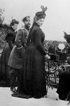 Wielka księżna Maria Pawłowna, car Mikołaj i ciężarna caryca (1899).