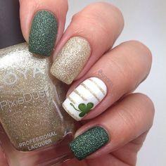 Pour avril rien de mieux que d'avoir de la chance, alors pourquoi pas un jolie nail art au teint de vert avec un trefle à 4 feuilles pour optimiser les chances ?!