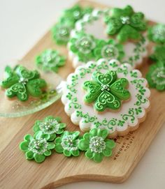 Great st. patrick's day cookies. I like the way tiny hearts were used to make the four leaf clovers.