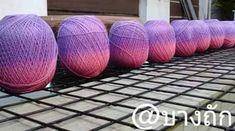 Já pensou em tecer um trabalho com fios mescla, nas cores que vc quer e não nas cores que o comércio oferece ?   Os métodos são diversos, b...