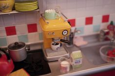 Incredible kitchen miniature scene (don't know where this came from, just tumblr)