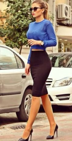 Work outfit Long sleeve blue crop top and black pencil skirt Look Fashion, Street Fashion, Autumn Fashion, Fashion Spring, Classy Fashion, Fashion Beauty, Feminine Fashion, Fashion Black, French Fashion
