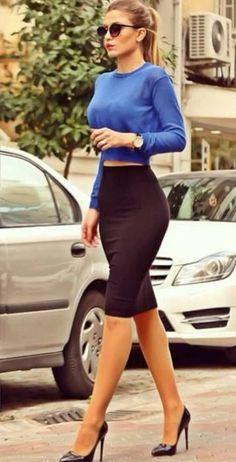 Street style | Crop top, midi skirt, black heels, ponytail topreviews.momsmags.net