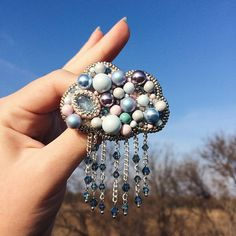 Автор @_sweet._.lana_ 〰〰〰〰〰〰〰〰〰〰〰〰〰〰 По всем вопросам обращайтесь к авторам изделий!!! #ручнаяработа #брошьизбисера #брошьручнойработы #вышивкабисером #мастер #бисер #handmade_prostor #handmadejewelry #brooch #beads #crystal #embroidery #swarovskicrystals #swarovski #купитьброшь #украшенияручнойработы #handmade #handemroidery #брошь #кольеручнойработы #кольеизбисера #браслеты #браслетручнойработы #сутажныеукрашения #сутаж #шибори #полимернаяглина #украшенияизполимернойглины
