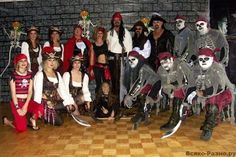 The 31 Most Hilariously Bad Themed Weddings Of All Time (Slide - Offbeat Crazy Wedding, Wedding Pics, Wedding Stuff, Wedding Ideas, Pirate Wedding, Pin Up, Walking The Plank, Most Viral Videos, Cute Baby Animals