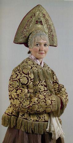 Женский праздничный костюм. ХIХ век. Нижегородская губерния Шугай, сарафан, кокошник, очелье, платок