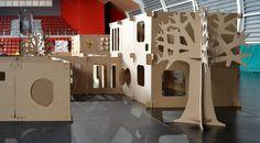 Árbol de cartón, ciudad laberinto de cartón para niños. Actividades para niños y adultos. Cardboard tree, city maze cardboard for children. Activities for children and adults.