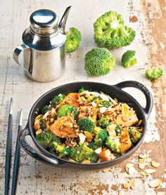 Saumon sauté au brocoli et au quinoa (saumon, quinoa, brocoli, sauce soja, citron vert, amandes effilées, échalottes)