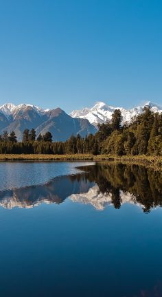 Lake Matheson (New Zealand) just after the sunrise