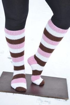 Made by Heidi -bklogissa herkullisia sukkia Novita 7 Veljestä -langasta! Knitting Projects, Knitting Patterns, Sock Toys, Knee Socks, Knitting Socks, Leg Warmers, Mittens, Knit Crochet, Slippers