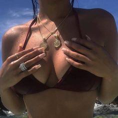 Money & Gucci in my heart - Pandora - Bikini Modells, Bikini Tattoo, Piercings, Gold Style, My Style, Summer Girls, Fasion, Britney Spears, Ideias Fashion