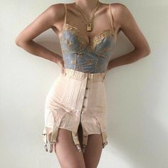 Stylish outfit idea to copy ♥ For more inspiration join our group Amazing Things ♥ You might also like these related products: - Blazers & Suit Jackets. Aesthetic Fashion, Look Fashion, Aesthetic Clothes, High Fashion, Womens Fashion, Fashion Design, Aesthetic Outfit, Aesthetic Vintage, Grunge Fashion