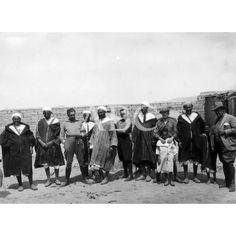 07/1926 DE UN VIAJE POR EL RIF. - DE IZQUIERDA A DERECHA LOS RIFEÑOS BUDRA, MOHAN, ABOKOI, MULUD , SOLIMÁN, AHMED CHEDDI Y MAALEM. FOTO: ALBALAT -: Descarga y compra fotografías históricas en   abcfoto.abc.es