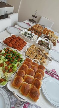 Party Food Buffet, Party Food Platters, Indian Food Recipes, Real Food Recipes, Yummy Food, Food Gallery, Food Test, Cafe Food, Food Packaging