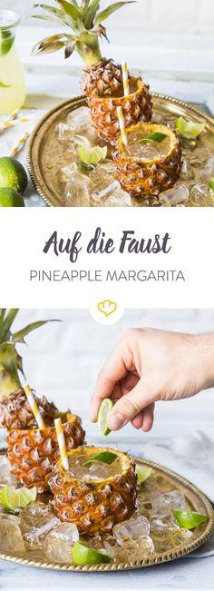 Was passt besser zum Sommer als ein süffiger Wochenend- und Party Drink?! Mit gutem Tequila und Ananas mixt du schnell einen leckeren Pineapple Margarita.
