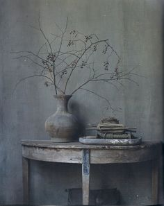Wabi Sabi and Design. Andrew Juniper attempts to explain the unexplainable, and guides us towards an understanding of Wabi Sabi design. Wabi Sabi, Sweet Home, Natural Homes, Composition Design, Dark Interiors, Home Trends, Dark Colors, Neutral Colors, Decoration