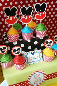 Simplesmente maravilhosa e original esta festinha de 3 anos da menina Olivia, publicada pelo siteAnd Everything Sweet (clique aqui par...