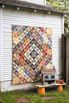 Love this pretty design from Kathy Cardiff's new pattern book—The Cottage at Cardiff Farms Quilts!