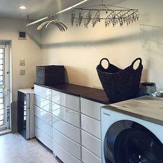 女性で、4LDKの洗面所 収納/アイリスのウッドトップチェスト/リゾート風/洗濯スペース/洗濯機周り…などについてのインテリア実例を紹介。(この写真は 2017-01-12 14:13:28 に共有されました)
