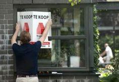 11-Apr-2013 9:07 - POPULARITEIT ERFPACHT NEEMT TOE. De populariteit van erfpacht neemt door de crisis in de bouw steeds meer toe. Bij erfpacht wordt de grond niet gekocht, maar gehuurd. Zo kan de koopprijs van een huis flink lager liggen. Steeds meer gemeenten, zoals Vlaardingen en Nijmegen, moderniseren de erfpachtregels. Met deze ouderwetse maatregel hopen zij dat de woningmarkt weer aantrekt. Vlaardingen is een van de gemeenten die al heel lang erfpacht heeft. Wethouder Cees Oosterom...