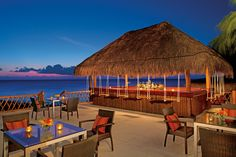 Imagine sipping your favorite cocktail with an ocean view!! You need to be at Tortugas Bar in Sunscape Sabor Cozumel.
