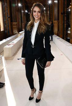 Le look noir et blanc de Jessica Alba (Sa veste *** Et SES CHAUSSUUUUURES!)