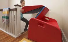 BOA IDEIA: Escorregador dobrável transforma escada da casa em brinquedo