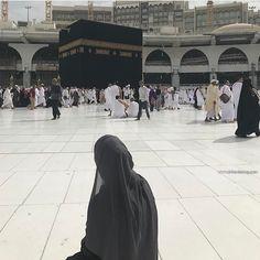 Muslim Girls, Muslim Women, Girl Beach Pictures, Baby Hijab, Mecca Wallpaper, Masjid Al Haram, Mekkah, Hijab Cartoon, Wallpaper Aesthetic