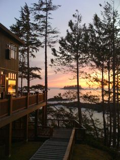 ❤️Middle Beach Lodge, Tofino BC love this place! ago spent anniversary 🍷here❗️CS Cool Countries, Countries Of The World, Places To See, Places Ive Been, Tofino Bc, Bowen Island, Canada Holiday, Vancouver Island, Pacific Northwest