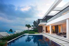Трёхэтажный частный дом Jaragua от студии Fernanda Marques / CURATED.ru