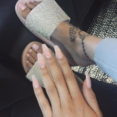 In seek out some nail designs and ideas for the nails? Here is our list of 29 must-try coffin acrylic nails for trendy women. Pedicures, Manicure And Pedicure, Mani Pedi, White Pedicure, Gorgeous Nails, Pretty Nails, Hair And Nails, My Nails, Uñas Fashion