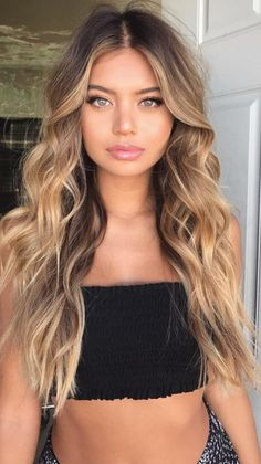Are you going to balayage hair for the first time and know nothing about this technique? We've gathered everything you need to know about balayage, check! Brown Hair Balayage, Brown Blonde Hair, Hair Color Balayage, Brunette Hair, Hair Highlights, Short Blonde, Medium Blonde, Blonde Hair And Green Eyes, Long Curly Blonde Hair
