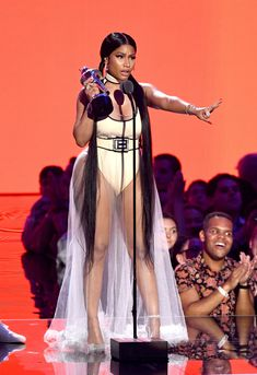 a830925b5e Nicki Minaj Just Wore the Most Outrageous VMAs Look of the Night