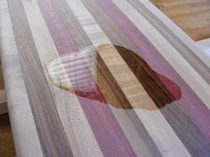 Learn how to make a wooden cutting board in 11 easy steps. Use this tutorial to build your own DIY cutting board. Small Woodworking Projects, Small Wood Projects, Scrap Wood Projects, Woodworking Logo, Woodworking Books, Diy Furniture Projects, Diy Furniture Plans, Woodworking Chisels, Lathe Projects