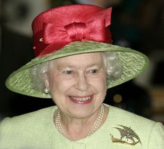 """The Queen during a visit to Weston-Super-Mare, Somerset, wearing her """"Arab Dhow"""" brooch in July 2007."""