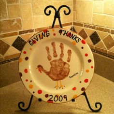 Thanksgiving Crafts for Kids to Make - Turkey Hand Print Pot Holder Thanksgiving Plates, Thanksgiving Crafts For Kids, Thanksgiving Decorations, Holiday Crafts, Holiday Fun, Holiday Ideas, Babys First Thanksgiving, Thanksgiving Appetizers, Thanksgiving Outfit