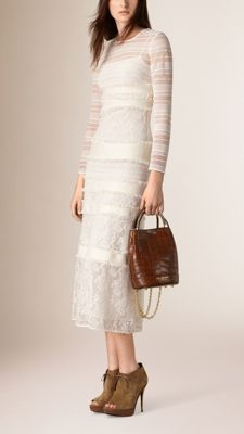 Langärmeliges Kleid aus italienischer Spitze