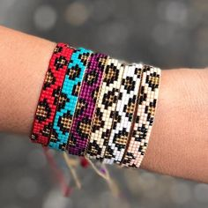 Woven beads I needed to show you how to make a bracelet with natural stone and leather thread with video. Loom Bracelet Patterns, Bead Loom Bracelets, Beaded Wrap Bracelets, Bead Loom Patterns, Jewelry Patterns, Beading Patterns, Beading Ideas, Seed Bead Jewelry, Beaded Jewelry