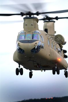 US Army Boeing Chinook NTC Fort Irwin. I love these things! I grew up hearing them come from ft. Best Helicopter, Military Helicopter, Military Jets, Military Aircraft, Boeing Ch 47 Chinook, Chinook Helicopters, Airplane Drone, Fixed Wing Aircraft, Aircraft Photos