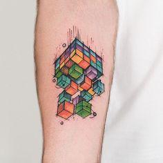Cubo Mágico no braço do Rodrigo! @euferreirarodrigo valeu pela visita curtimos muito te conhecer pessoalmente ✌️ #tattoo #tatuagem #cubomagico #aquarela
