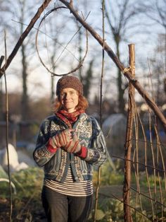 .:The Fine Art of Fitching (weaving your own willow supports) with Alys Fowler:.