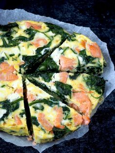 Luie Spinazie Zalm Frittata (koolhydraatarm!) | Flying Foodie Healthy Diet Recipes, Low Carb Recipes, Healthy Snacks, Vegetarian Recipes, Cooking Recipes, Low Budget Meals, Good Food, Yummy Food, Fish And Meat