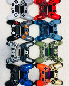 Ruba's Controller Collection - Gamer House Ideas 2019 - 2020 Control Ps4, Gaming Desk Setup, Gamer Tattoos, Gaming Wallpapers, Ps4 Controller, Ps4 Games, Games To Play, Playstation, Amazing