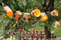Nada mejor que celebrar el solsticio de verano con una cena iluminada con unos farolillos. Wind Chimes, Birthdays, Diy, Outdoor Decor, Summer, Christmas, Home Decor, Summer Solstice, Paper Lanterns