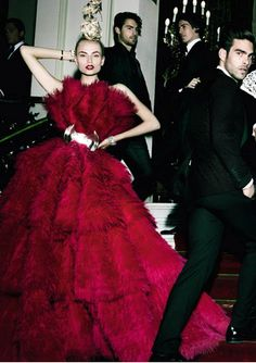 Natasha Poly in Alexander McQueen for Vogue Spain. Photo by Mario Testino. Mario Testino, Foto Fashion, Fashion Moda, High Fashion, Fashion Art, Natasha Poly, Our Lady, Lady In Red, Elie Saab