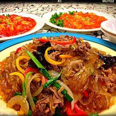 韓国料理に中華料理 奥のエビチリ 左は激辛♡右はノーマル♡ あとはわかめスープ  今日の晩ご飯…以上\(^o^)/ - 183件のもぐもぐ - チャプチェ♡エビチリ♡ by tekko814