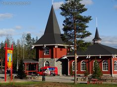 Christmas House in Rovaniemi in Finnish Lapland and the Arctic Circle sign. Especially during the summer-time lots of travellers want … Santa Claus House, Santa Claus Village, Christmas Photos, Christmas Tree, Destinations, Arctic Circle, Hot Springs, Summer Time, Norway