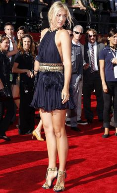 The ever-stunning Maria Sharapova glows in a short dress and sky-high heels at the 2011 ESPYs.